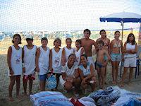 Bambini pronti per partecipare al corso di beach tennis